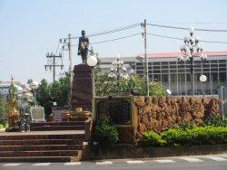 Phraya Chaisunthon Monument (Chao Somphamit)