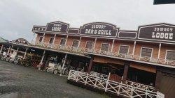 Cowboy town. Общий вид и ресторан внутри