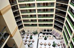エンバシー スイーツ ホテル