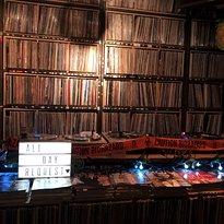 Golmok Vinyl & Pub