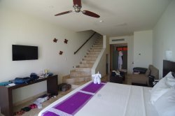 Zimmer mit Treppe zum Dach