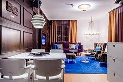 Plaza Suite 753/ Livingroom
