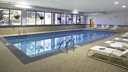 Stonehill Hotel & Suites Cleveland- Eastlake