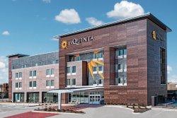 La Quinta Inn & Suites Dallas Grand Prairie North
