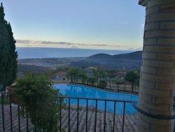 Veduta della piscina e del panorama dalla Camera