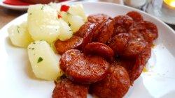 Chouriço Apimentado (sausages served with boiled cassava (Brazilian potatoes))