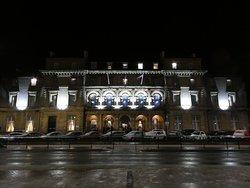 Royal Hotel by night