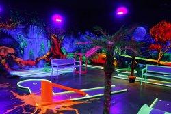GlowZone 3D Schwarzlicht Minigolf Bielefeld