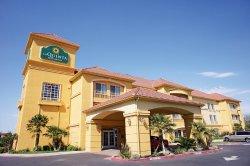 曼特卡-里彭拉昆塔旅館及套房飯店