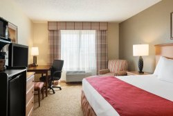 Country Inn & Suites by Radisson, Davenport, IA