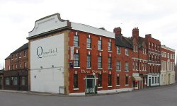 The Three Queens Hotel and Lodge