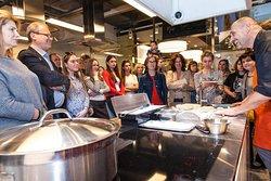 La Cucina - кулинарная студия. Занятия проводятся практически ежедневно.