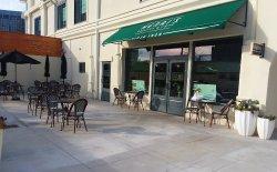 Henri's Bakery & Café