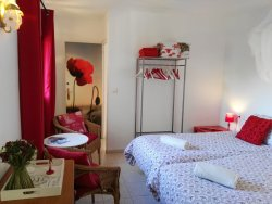 Twin room Red Blossom with en suite bathroom, mountain view