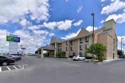 Brownwood Express Inn & Suites