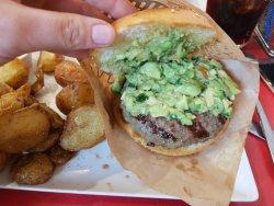 La hamburguesa salva el resto de detalles