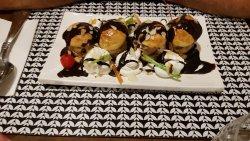 Salade caesar.penne gorgonzola .Banana split .profiterolles