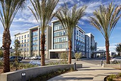 Hampton Inn Long Beach Airport