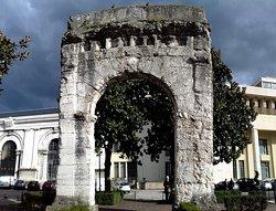 Arc De Campanus