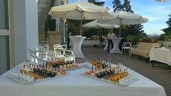Venez organiser vos réceptions dans notre espace terrasse en bordure de piscine