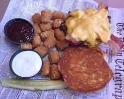 Wellington's - Winona, Minnesota - Bacon Cheeseburger