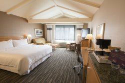Four Points by Sheraton Melville Long Island