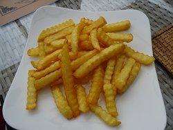 Des frites ondulées au déjeuner