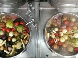 Brodo fresco preparato dai nostri chef e cotto per molte ore