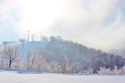 山の天気は良く変わります。曇り空から一転青空が顔を見せました。