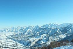 晴天率の上がる2月下旬以降は景色を楽しむだけでもスキー場に来る価値あり!?