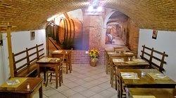 La nostra bella tavernetta dove anticamente c'era una cantina con salumi e vini