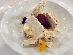 cioccolato bianco, frutti rossi e meringa