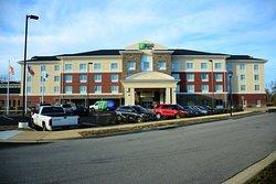 Holiday Inn Express & Suites Lexington Park-California