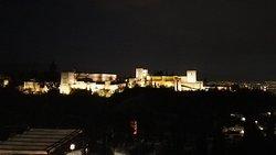 Vista nocturna de la Alhambra desde Mirador de San Nicolas