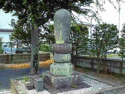 Genno Osho's Grave