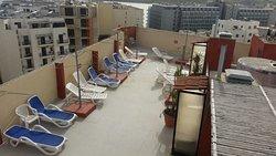 Hotel i otoczenie oraz foteliki dla dzieci