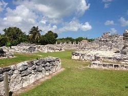 Zona Arqueologica El Rey