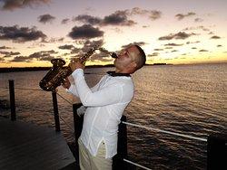 Concert de saxophone au coucher de soleil
