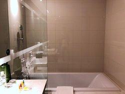 deep-soaking tub