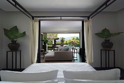 Spa & Pool Pavilion - Spacious Bedroom