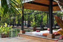 The Pavilions Spa - Open Yoga Studio in Lush Garden
