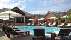Bluebay Hotel & Restaurant