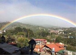 Durante los tres días que estuvimos ahí, siempre por la tarde se ponia este lindo arcoiris.