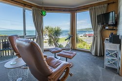 Kaka Point Luxury Spa Accommodation - Catlins