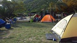 Área de camping y casa grande