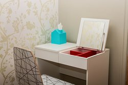 Guest room dressing table