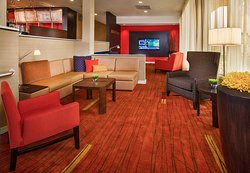 Courtyard by Marriott Hampton Coliseum Central