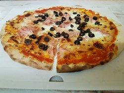 Retro Pizzeria
