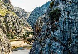 Tour vượt hẻm núi & tuột núi