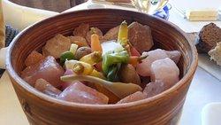petits légumes sur sel rose